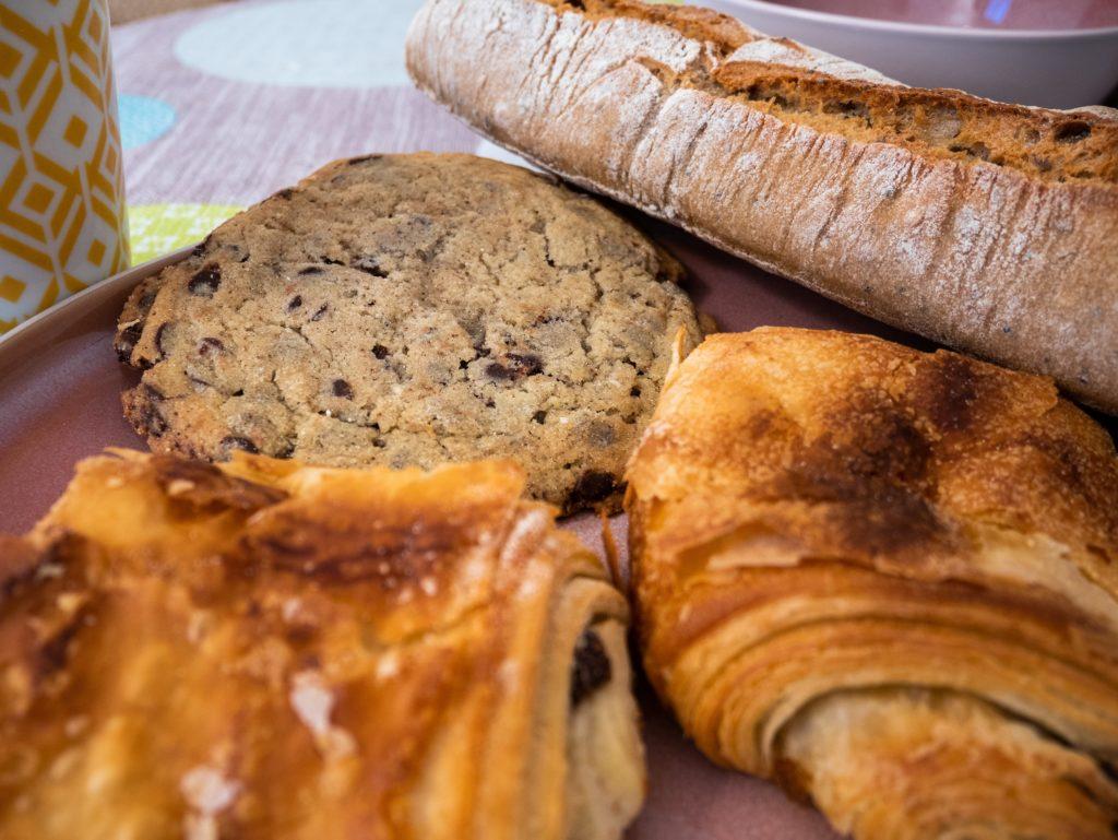 Chocolatines, cookie et baguette bio